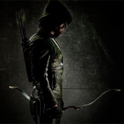 First Arrow Photo Reveals Oliver Queen's Costume